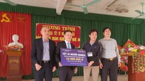 Đảng ủy Khối Doanh nghiệp tỉnh Nghệ An tặng quà tết người nghèo ở Thanh Chương