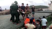 Cảnh sát biển vùng 1 cấp cứu thuyền viên gặp nạn trên biển Quảng Bình