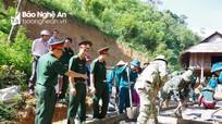 Bộ CHQS tỉnh Nghệ An hỗ trợ xã Nậm Giải 45 tấn xi măng làm đường