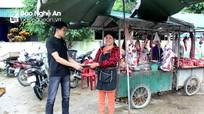 Cô hàng thịt nhặt được ví tiền, đăng Facebook tìm người trả lại
