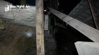 Nghệ An: Sạt lở đất, người dân thức trắng chuyển đồ cả đêm