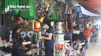 Phớt lờ lệnh cách ly, nhiều quầy hàng không thiết yếu ở Nghệ An vẫn mở cửa