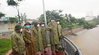 Phó Chủ tịch UBND tỉnh Hoàng Nghĩa Hiếu kiểm tra công tác ứng phó với bão Conson