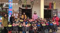 Tặng áo ấm cho 40 học sinh nghèo ở Quỳ Châu