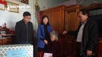 Bảo hiểm xã hội tỉnh tặng quà Tết mẹ Việt Nam anh hùng