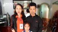 Trao sổ tiết kiệm 100 triệu đồng cho gia đình có người gặp nạn