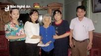 Bảo hiểm xã hội Nghệ An tặng quà cho Mẹ Việt Nam anh hùng