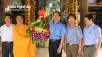 Thăm, tặng quà nhân dịp Đại lễ Phật đản 2018