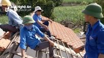 Đoàn viên thanh niên sửa chữa nhà ở cho gia đình chính sách, khó khăn