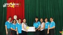 Trao tặng 300 suất quà cho hội viên, phụ nữ vùng biên giới