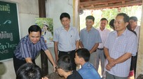 Thứ trưởng Bộ KH&CN thăm, tặng quà lớp học tình thương ở Tân Kỳ