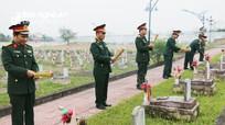 Lãnh đạo huyện Đô Lương dâng hương tại nghĩa trang liệt sỹ nhân dịp 22/12