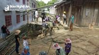 Phụ huynh rẻo cao Nghệ An vác tranh, nứa vượt rừng dựng ký túc xá cho học sinh