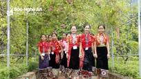 Ấn tượng với những bộ trang phục dân tộc của học sinh vùng cao trong ngày khai giảng