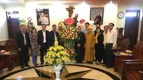 Lãnh đạo huyện Quỳnh Lưu chúc mừng Tòa giám mục Giáo phận Vinh nhân dịp Noel
