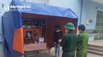 Con lập bàn thờ vọng cha trong khu cách ly ở Nghệ An