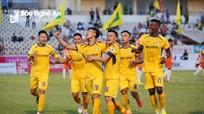 Trận gặp Hà Nội FC, SLNA sẽ chọn phương án nào?