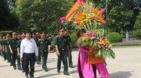 Đảng ủy Bộ Tổng Tham mưu dâng hoa tưởng niệm Chủ tịch Hồ Chí Minh
