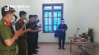 Con lập bàn thờ vọng cha trong khu cách ly tập trung ở Nghệ An