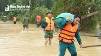 Quân khu 4 cứu trợ lương thực cho nhân dân vùng ngập lụt Thanh Chương