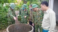 Bộ đội giúp dân xử lý môi trường, phun tiêu độc khử trùng sau lũ