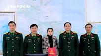 Nghệ An trao quyết định tuyển dụng quân nhân chuyên nghiệp cho thân nhân liệt sỹ hy sinh ở Rào Trăng