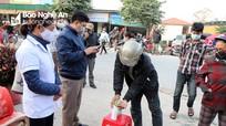 Xã vùng cao Nghệ An lập 'chốt' buộc đeo khẩu trang, rửa tay sát khuẩn mới cho dự chợ phiên