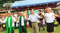 Phó Chủ tịch UBND tỉnh Đinh Viết Hồng dự Ngày hội Đại đoàn kết ở Tân Kỳ