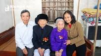 Chuyện tình yêu của cặp vợ chồng cùng 70 tuổi Đảng