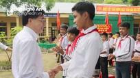 Phó Bí thư Tỉnh ủy Nguyễn Văn Thông dự khai giảng sớm tại xã đặc biệt khó khăn Hữu Khuông