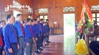 Đoàn đại biểu thanh niên 3 tỉnh của nước bạn Lào dâng hương tại các Khu Di tích Kim Liên, Truông Bồn