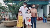 Hai chị em bé gái ở Nghệ An 'mổ' lợn đất ủng hộ 14 triệu đồng phòng chống Covid-19