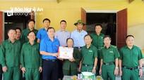 Lực lượng TNXP Nghệ An dâng hoa báo công với Bác Hồ, thăm và tặng quà cựu TNXP hoàn cảnh khó khăn