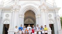 Trung ương Đoàn trao tặng quà các em nhỏ hoàn cảnh khó khăn tại Giáo xứ Yên Đại