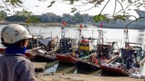 """""""Bè nứa"""" lắp máy công suất lớn hoạt động trái phép trên vùng biển Nghệ An"""