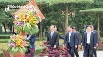 Đoàn công tác Ban Dân vận Trung ương dâng hoa, dâng hương tại Khu Di tích Kim Liên
