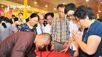 Nghệ An: Hàng nghìn người chen chân xin chữ đầu Xuân