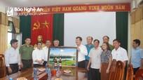Cuộc gặp thân tình của Giám mục Giáo phận Vinh Anphongso Nguyễn Hữu Long với lãnh đạo huyện Anh Sơn