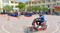 Hơn 900 học sinh được hướng dẫn kỹ năng đi xe đạp điện an toàn, đội mũ bảo hiểm đúng cách