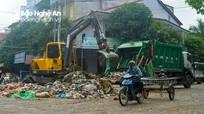Bãi rác khổng lồ giữa khu dân cư sau chợ Vinh đã được dọn sạch