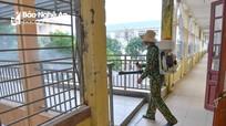 Các trường THCS ở Nghệ An phun thuốc khử trùng chuẩn bị đón học sinh trở lại