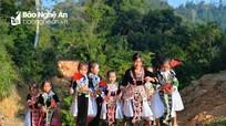 Học sinh người Mông Nghệ An náo nức dự lễ khai giảng ở ngôi trường mới