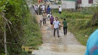 Giám đốc Sở Giáo dục và Đào tạo Nghệ An thăm hỏi gia đình 3 em học sinh bị đuối nước