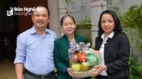 Báo Nghệ An thăm, tặng quà cán bộ nghỉ hưu nhân dịp kỷ niệm ngày thành lập cơ quan