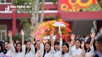 Niềm vui cựu học sinh về thăm ngôi trường 100 năm tuổi ở TP Vinh