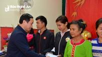 Báo Nghệ An và Tập đoàn TTH tặng quà Tết người nghèo xã Xiêng My