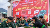 Đồng bào dân tộc Thái hào hứng gói bánh chưng đón Tết