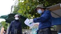 Xúc động hình ảnh giáo viên Nghệ An đứng chốt chống dịch