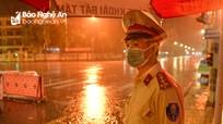 Trắng đêm dầm mưa ở chốt kiểm soát phòng, chống dịch Covid-19