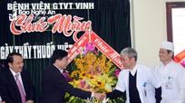 Phó Bí thư Tỉnh ủy Nguyễn Văn Thông chúc mừng các cơ sở y tế nhân ngày Thầy thuốc Việt Nam